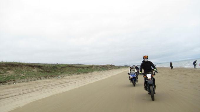 千里浜 バイク